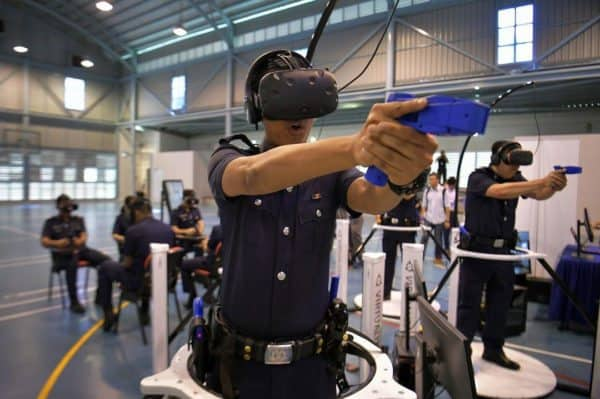 Police in VR Training with Virtualizer